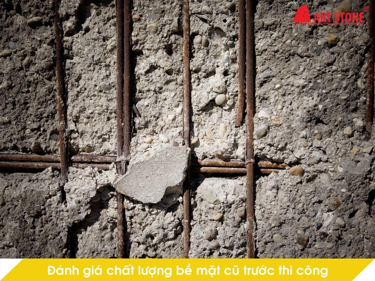 Đánh giá chất lượng bề mặt tường cũ trước thi công